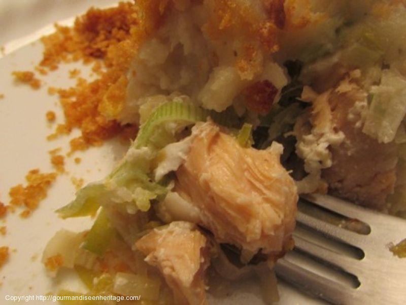 Étagé de saumon, poireaux, pommes de terre et céleri rave